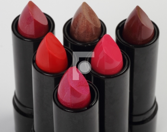 6 colorful lipsticks