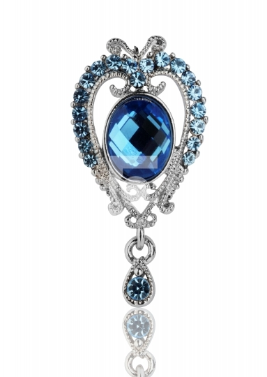 Beautiful pendant design in blue gem stone