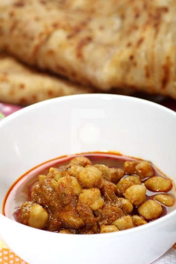 Indian chickpea curry and bread